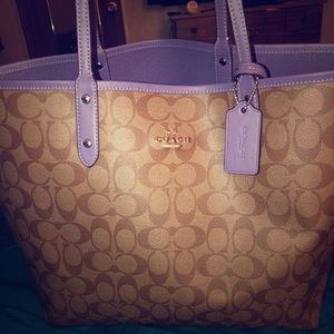 Large coach tote. Never used. Just tried.